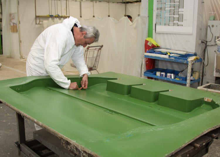 Production de panneaux composites lin pour les véhicules utilitaires - Source compositesworld.com