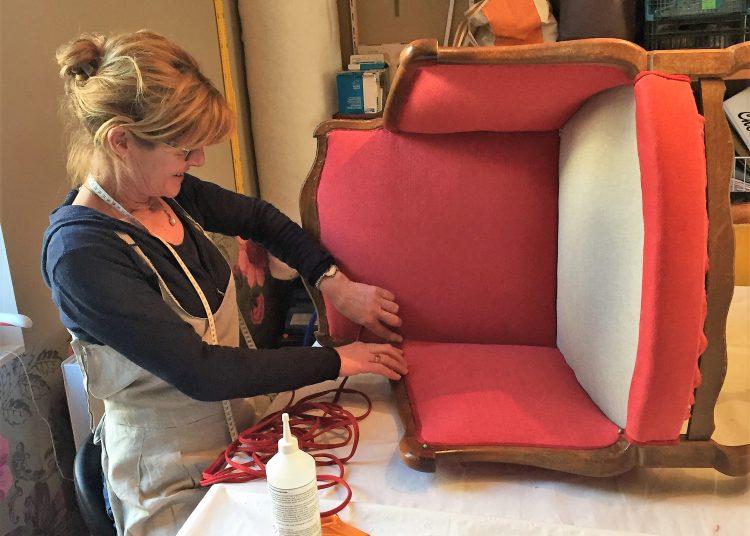 Les sièges peuvent être habillés de lin. Pour les fauteuils, il faut un tissu de lin très serré et lourd - Christian Saber