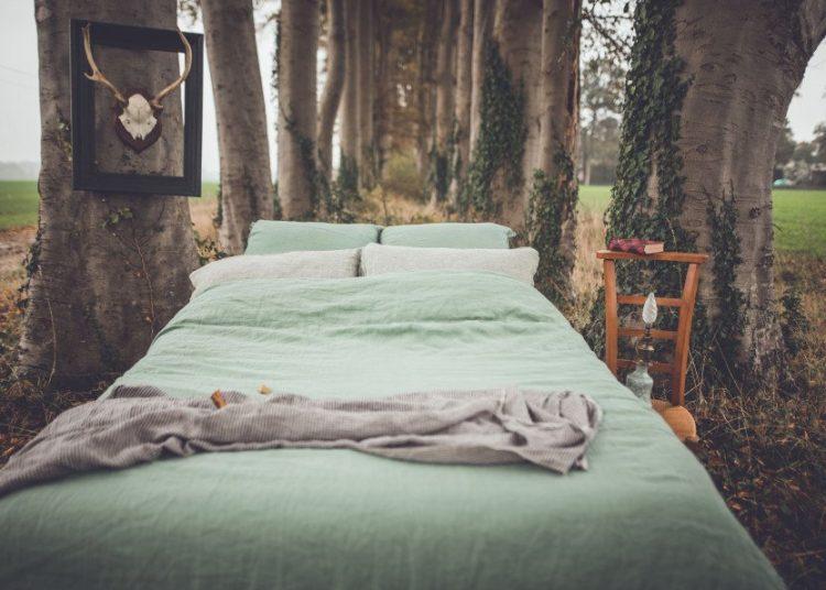 Draps de Housse en lin lavé vert - Crédit photo EMBRIN
