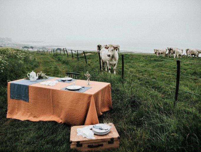 Nappe en lin pour table dans un cadre champêtre - Crédit photo EMBRIN